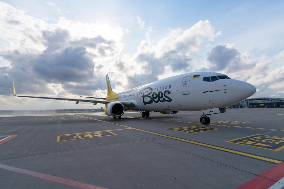 Bees Airline разрешили летать из Херсона в Тбилиси и Анталью / фото facebook.com/airportkiev