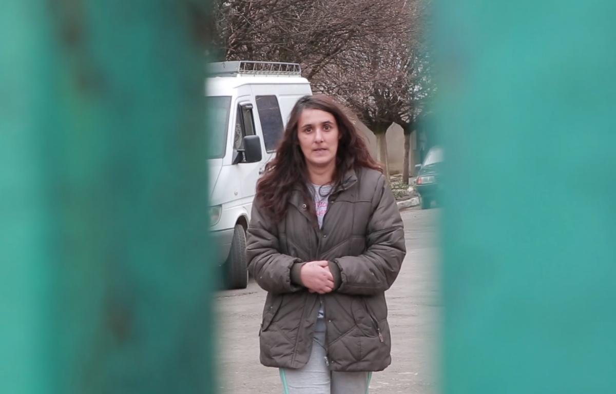 На території психоневрологічного інтернату Едіта зовсім інша – не усміхається / фото «Гроші»