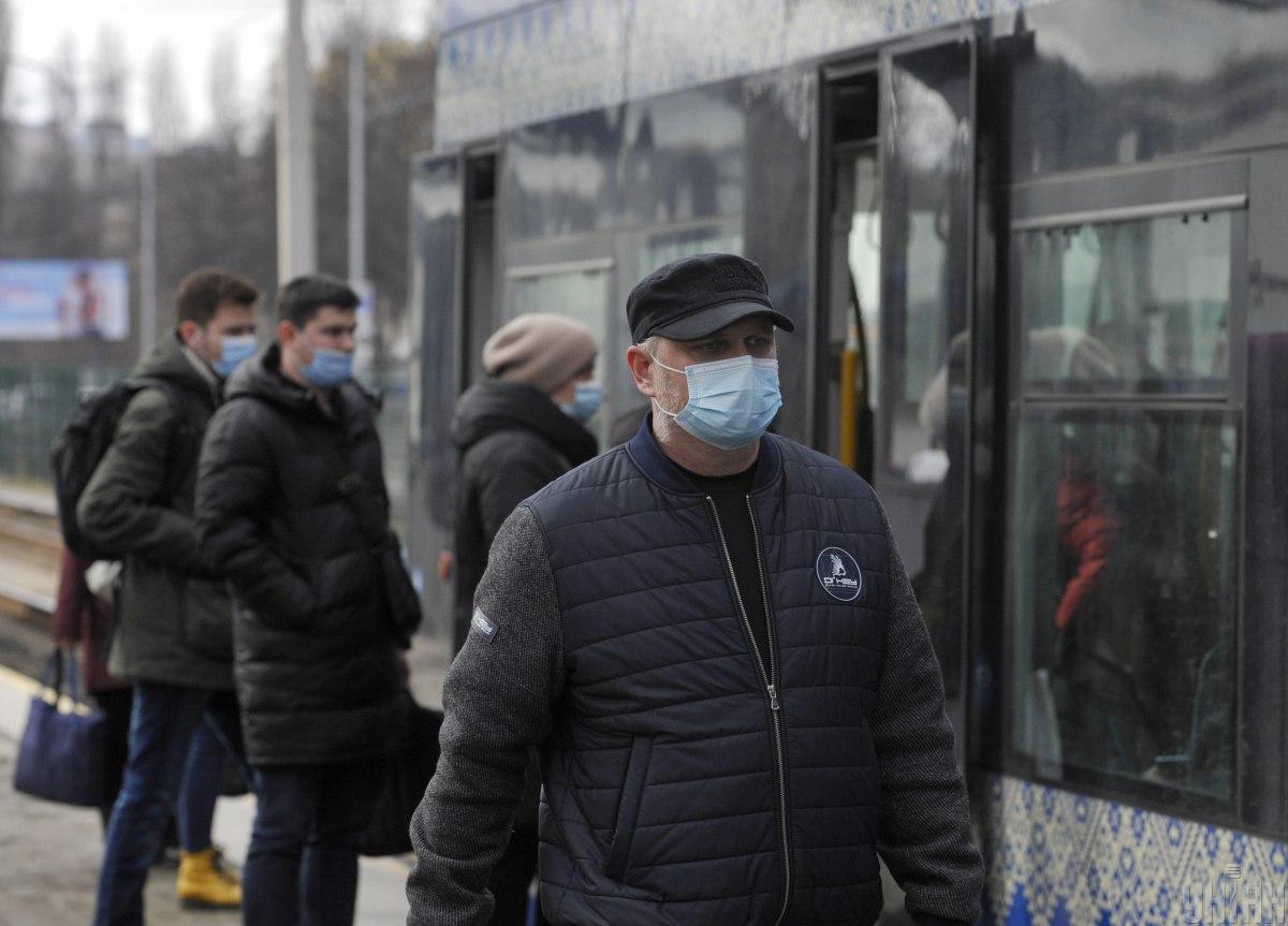 В Киеве транспорт перевозит по спецпропускам / Фото УНИАН