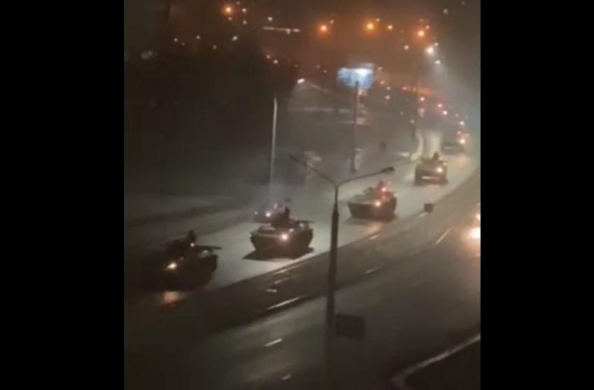 Колонна военной техники проехала через Гродно / скриншот