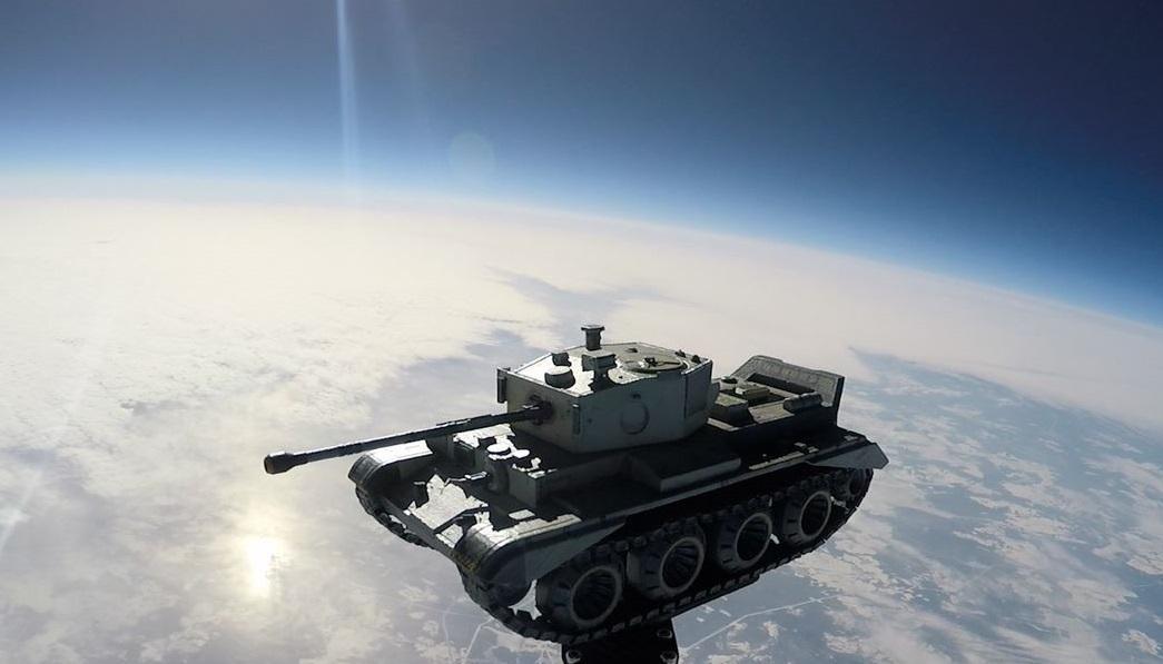 Копия танкаCromwell B в стратосфере /фото Wargaming