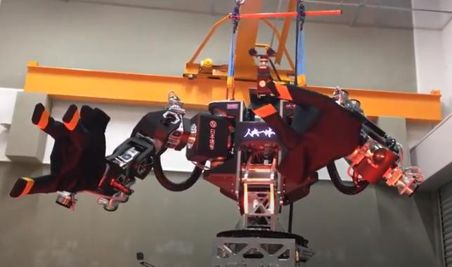 Робот управляется с помощью VR-стенда / скриншот