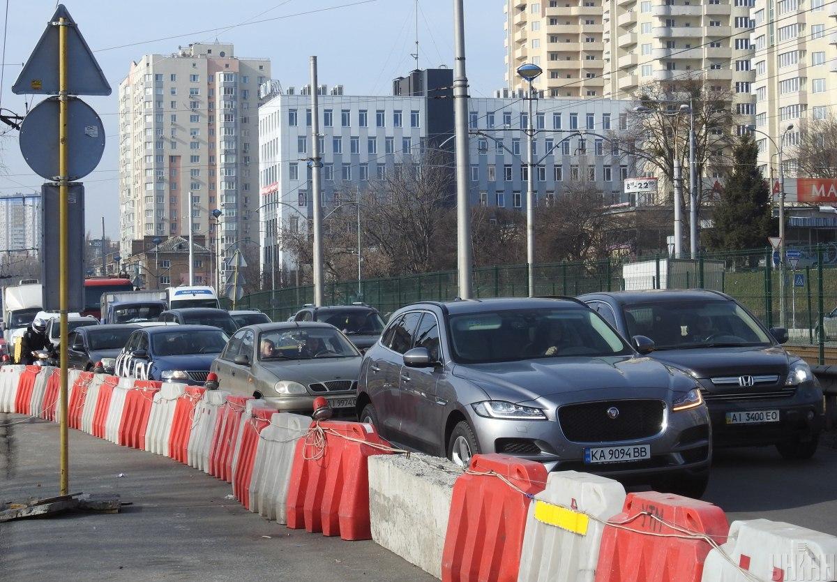 Киев действительно испытывает огромную автомобильную нагрузку / Фото УНИАН, Александр Синица