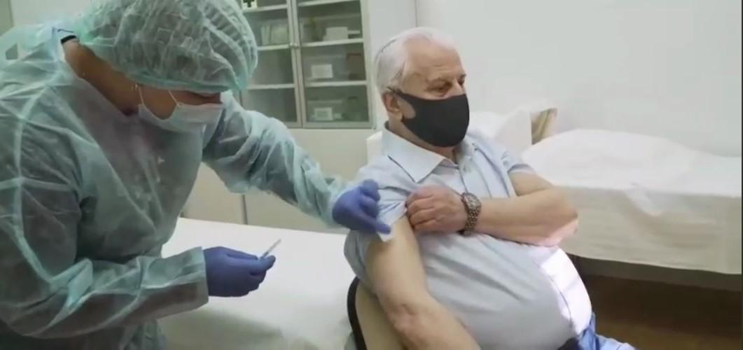 87-летний Леонид Кравчук привился вакцинойCovishield/ скриншот из видео