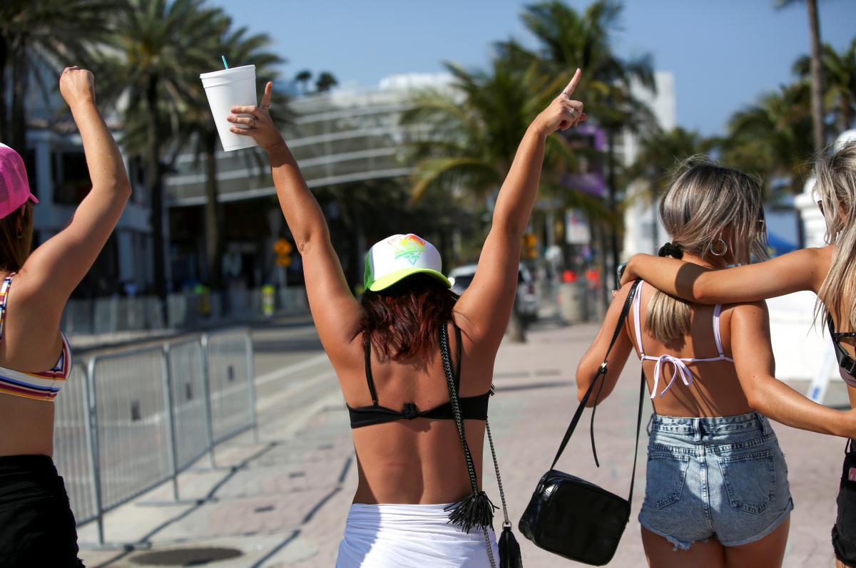Студенческая молодежь в США отрывается несмотря на карантин / фото REUTERS