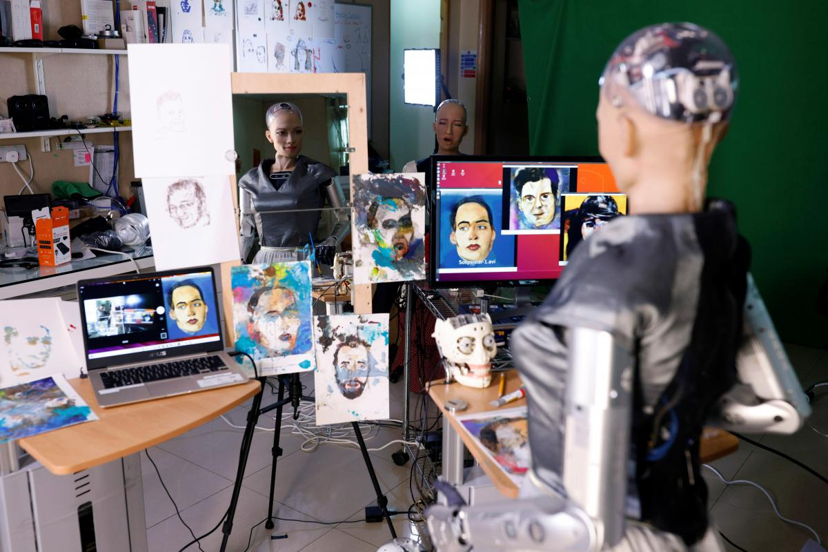 Картину робота Софии продали на аукционе / фото REUTERS