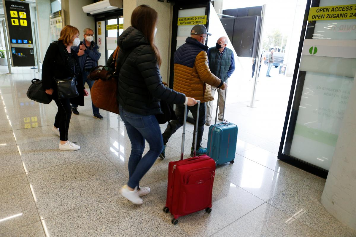 ЕС может открыть границы для привитых туристов \ фото REUTERS