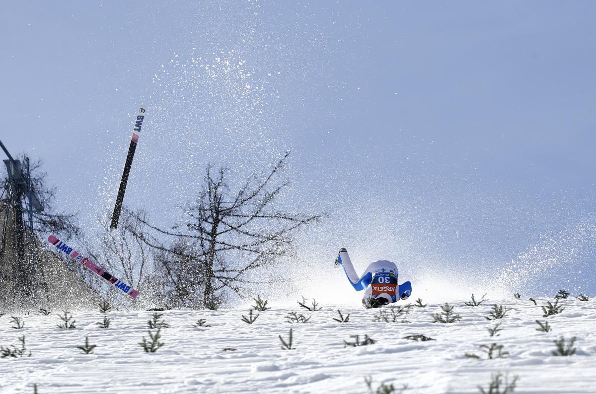 Падение Даниэля-Андре Танде / фото REUTERS