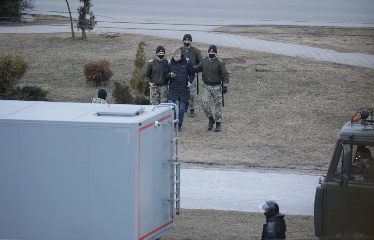 В ЕС отреагировали на неспровоцированные, произвольные задержания сотен мирных людей в Беларуси / фото REUTERS