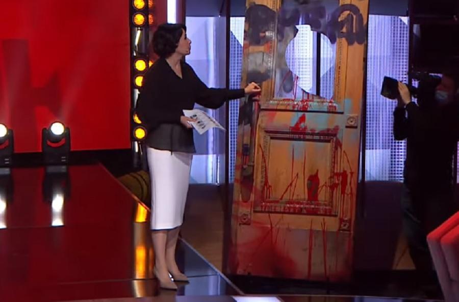 Мендель объяснила появление дверей с Банковой в эфире Права на власть / скриншот