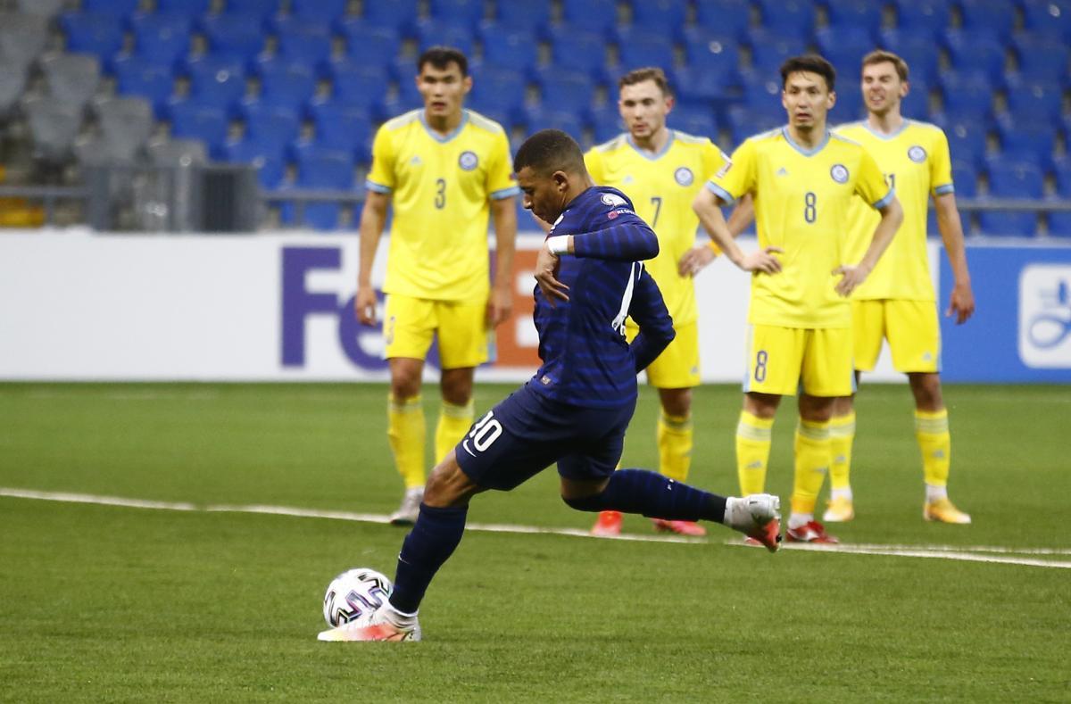 Килиан Мбаппе не реализовал пенальти против Казахстана / фото REUTERS
