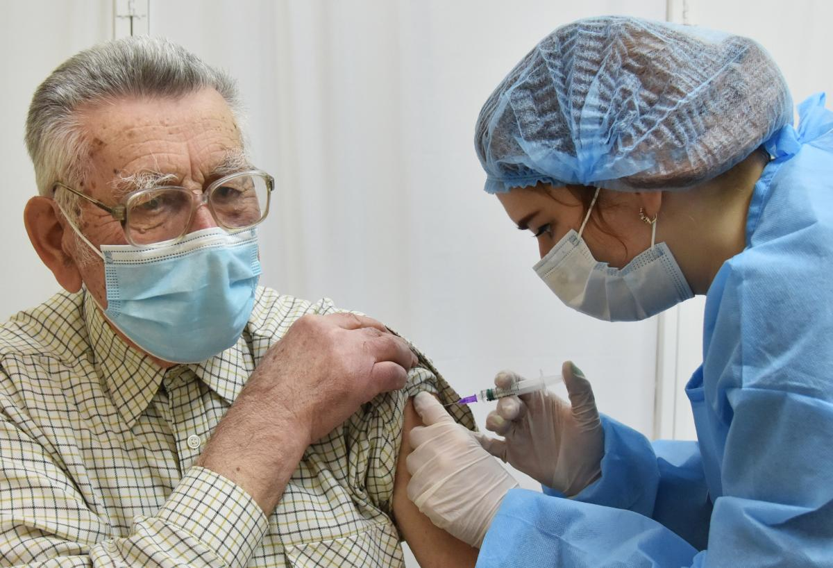Минздрав опубликовал международный рейтинг по темпам вакцинации: на каком месте Украина / REUTERS