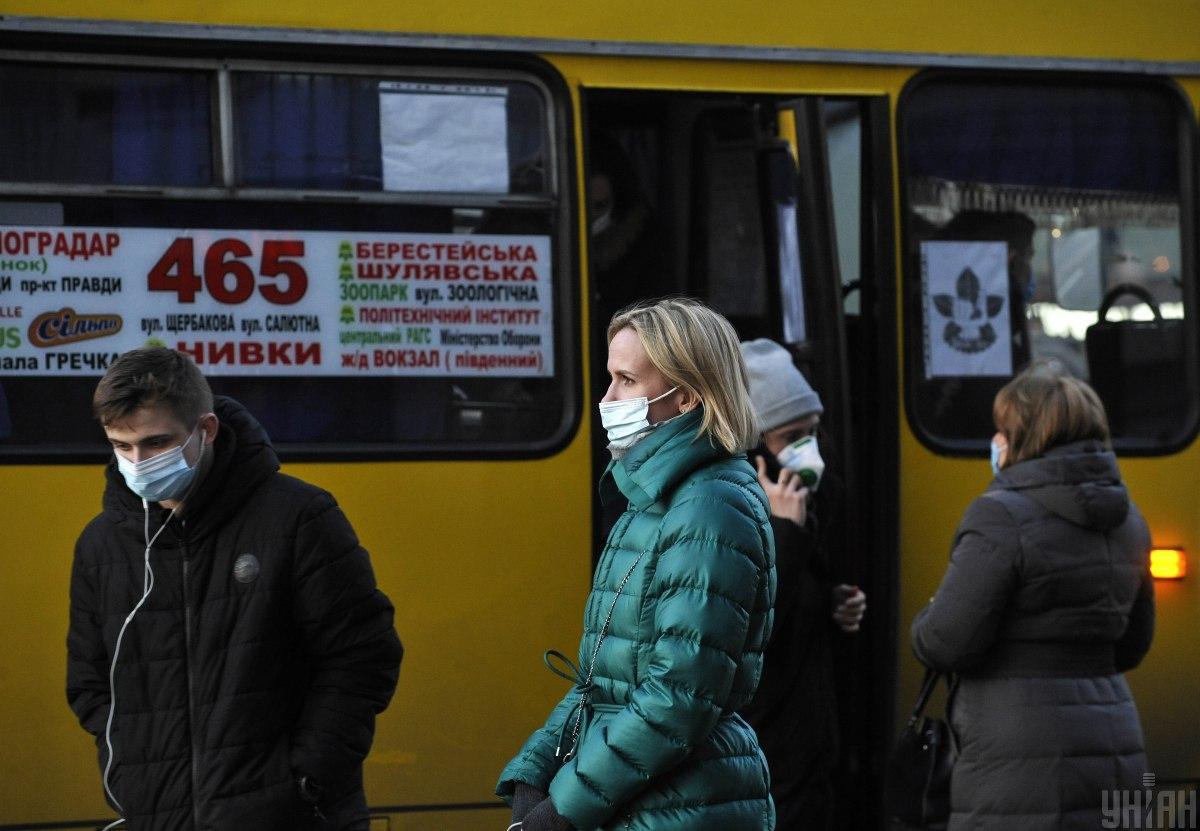 В Украине количество умерших от COVID-19 за сутки превышает пиковые показателиосенней волны на 34% и продолжает расти / фото УНИАН