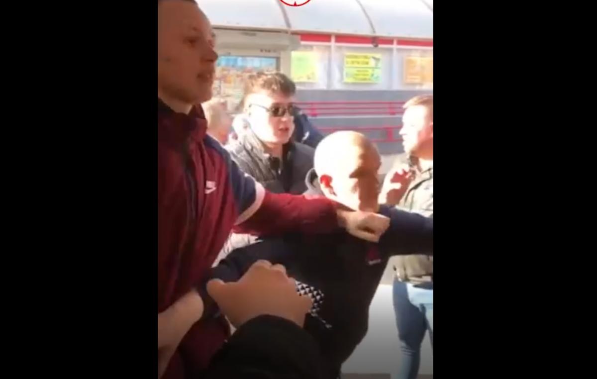 В России устроили массовую драку в автобусе / скриншот