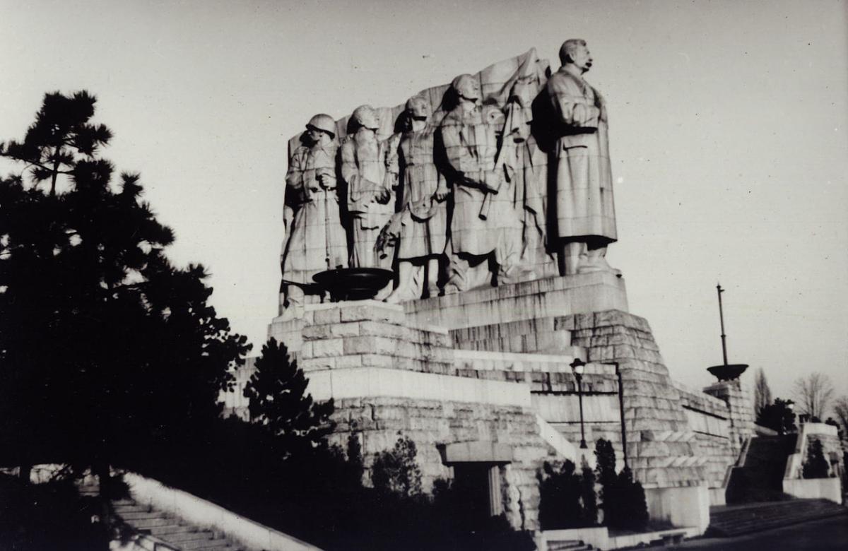 Памятник Сталину в Праге снесли, когда Хрущев возглавил СССР / фото Wikipedia.org/Miroslav Vopata