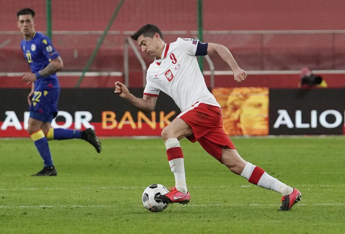 Левандовски имеет 66 голов в футболке сборной Польши / фото REUTERS