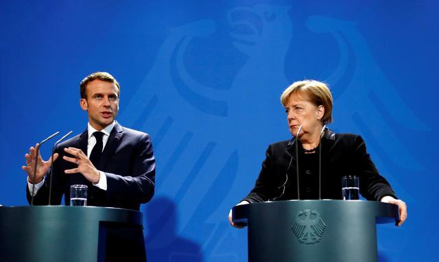 Макрон і Меркель закликали провестипереговори в нормандському форматі / фото REUTERS