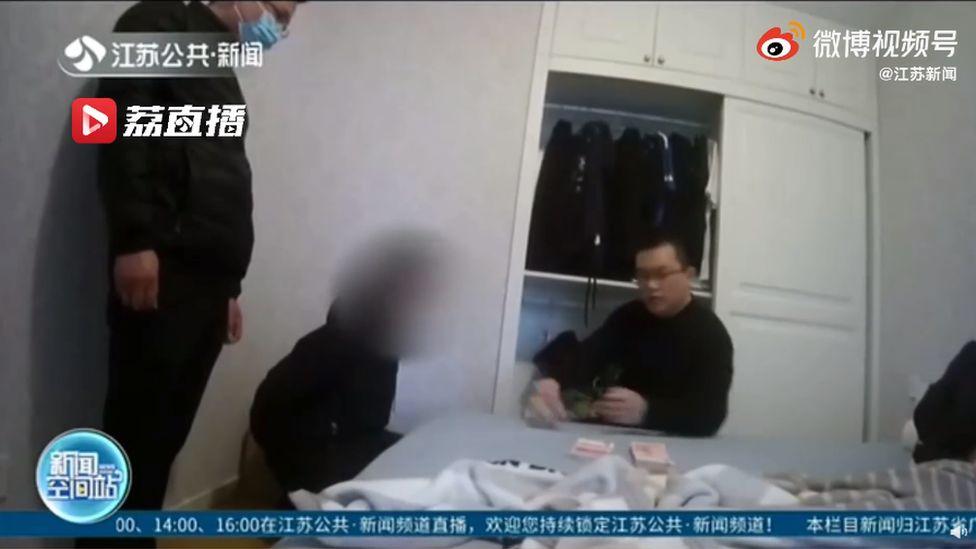 Під час рейду було затримано 10 осіб / фото bbc.com