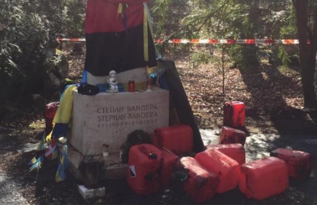 В Мюнхене осквернили могилу Степана Бандеры (фото)