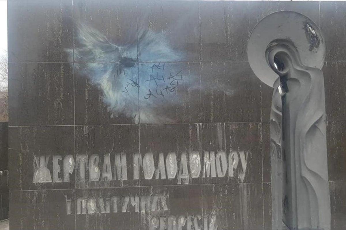 в Кривом Роге вандалы повредили мемориал жертвам Голодомора — УНИАН