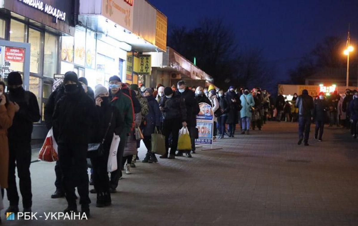 Локдаун в Киеве — опубликованы фото очередей на остановках — УНИАН