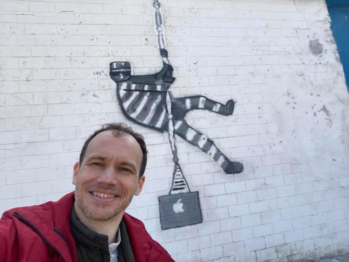 Граффити на тюрьме — украинский министр повторил работу Бэнкси ради