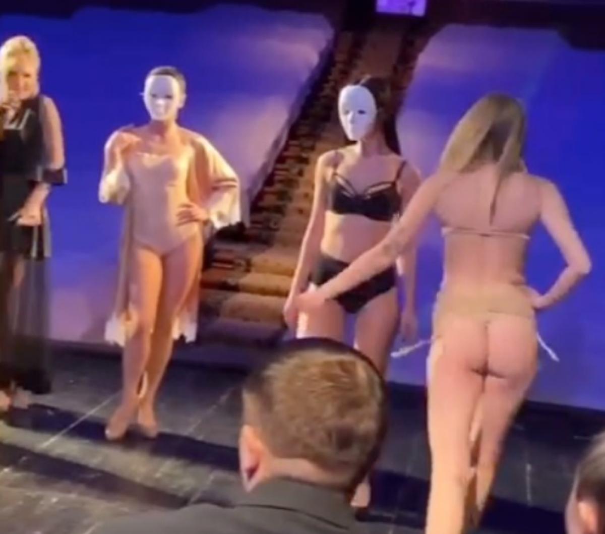 В Херсоне мэра и депутатов развлекали «обнаженкой» на закрытой