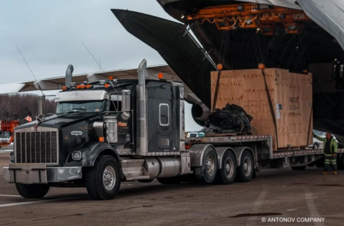 Украинские самолеты доставили в США оборудование для производства в