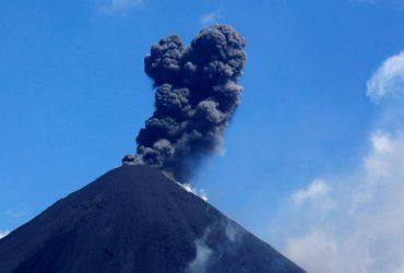 В Гватемале начал извержение вулкан Пакая (фоторепортаж, прямая трансляция)