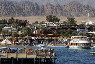 У Єгипті вводять локдаун: закриваються ресторани, торгові центри і парки