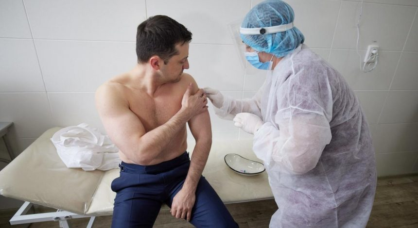 Zelensky gets vaccinated against COVID-19