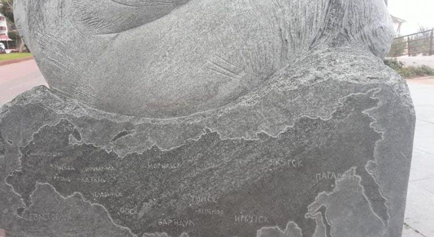 MFA Ukraine: Russia map with occupied Crimea erased from sculpture in Turkey (Photo)