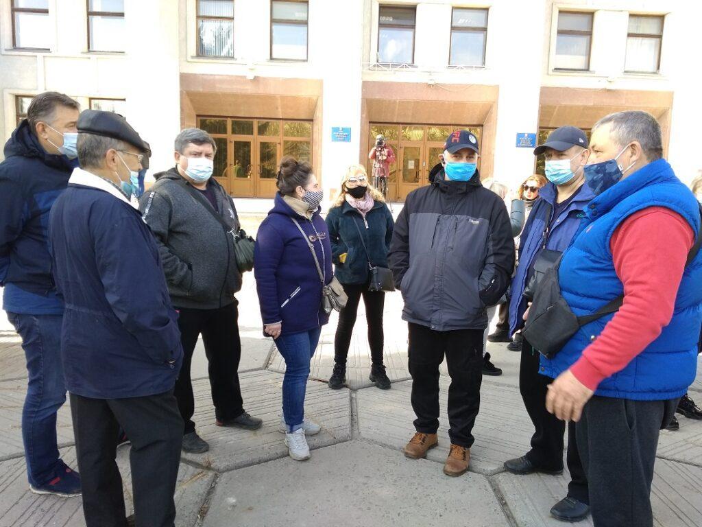 Нам митинг вышли около 100 работников рынков / фото zmist.pl.ua