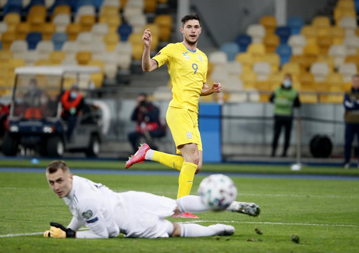 Роман Яремчук забил гол Казахстану в стиле Тьерри Анри / фото REUTERS