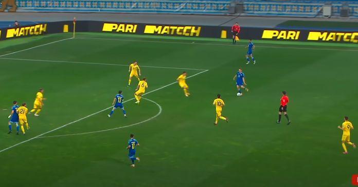 Игрок, на которого идет пас (№13), совершенно один, Сидорчук располагается к нему спиной/ скриншот/Каналы Футбол 1,2,3