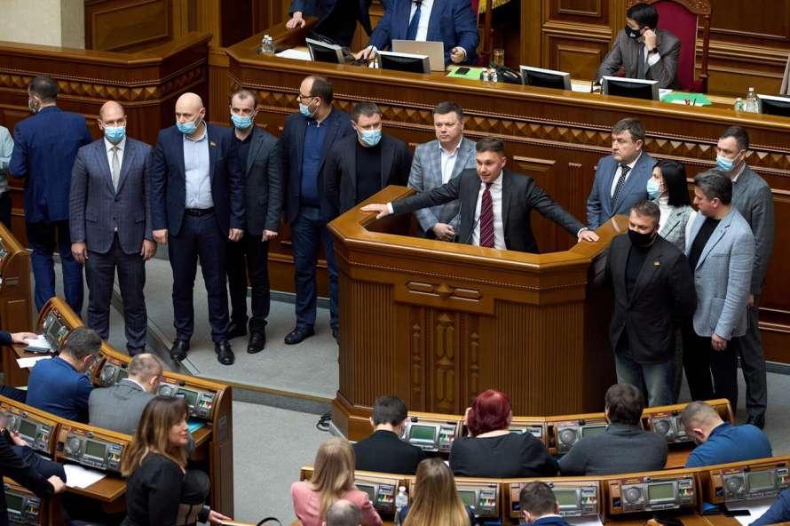 Аграрный комитет создал рабочую группу с народными депутатами, экспертами, и работниками управления / фото lenta.ua