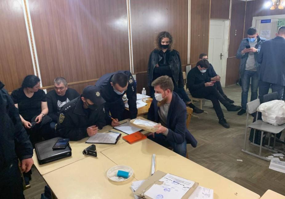 Выборы в округе №87 / фото facebook.com/chesno