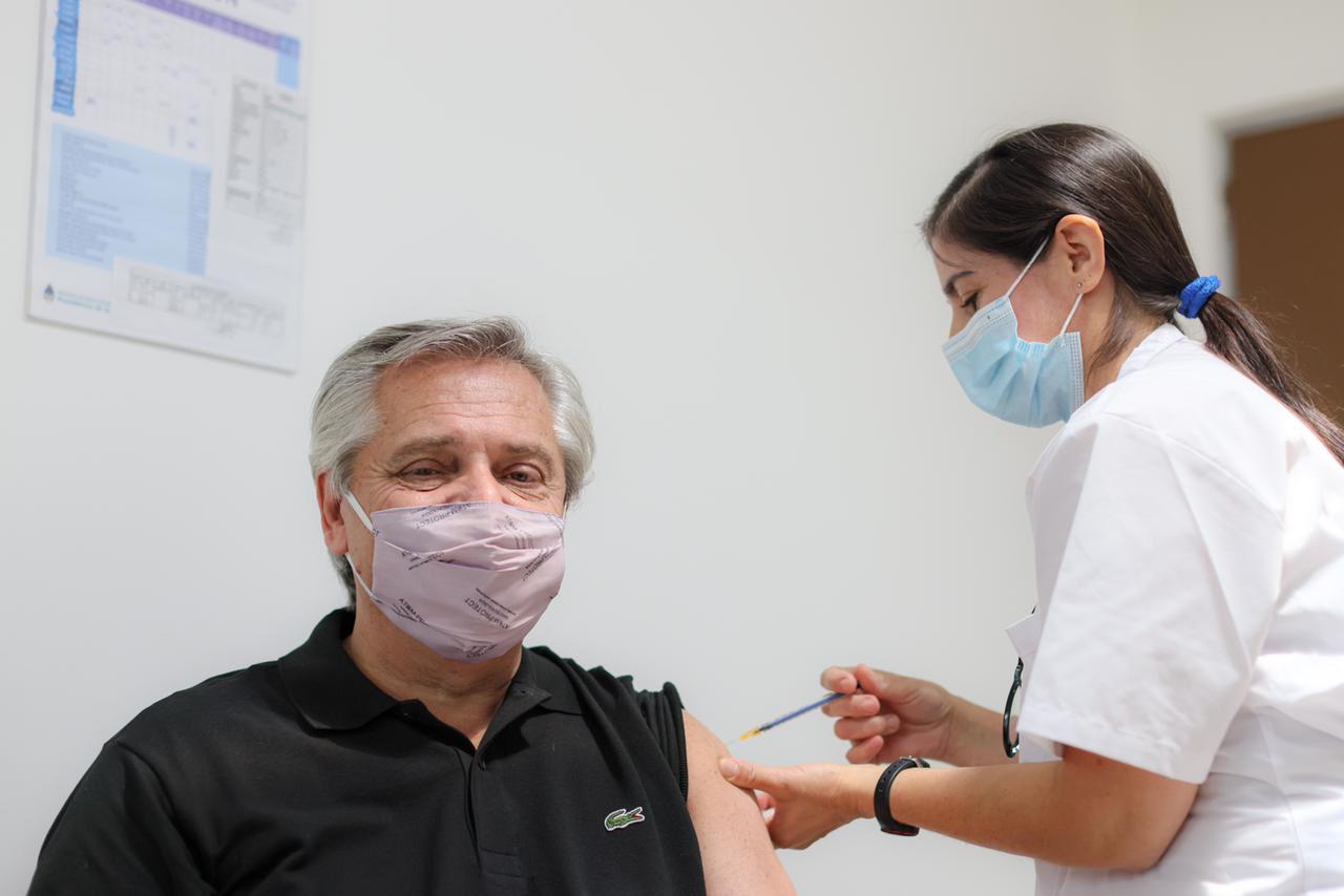 Спутник-V - президент Аргентини інфікувався після російської вакцини / twitter.com/alferdez