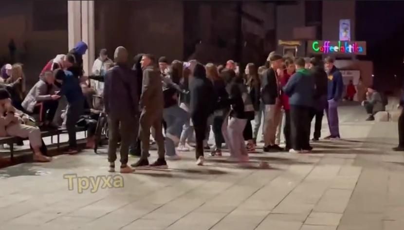 Карантин в Харкові - молодь відгуляла вечірку посеред вулиці та під російський реп / Скріншот