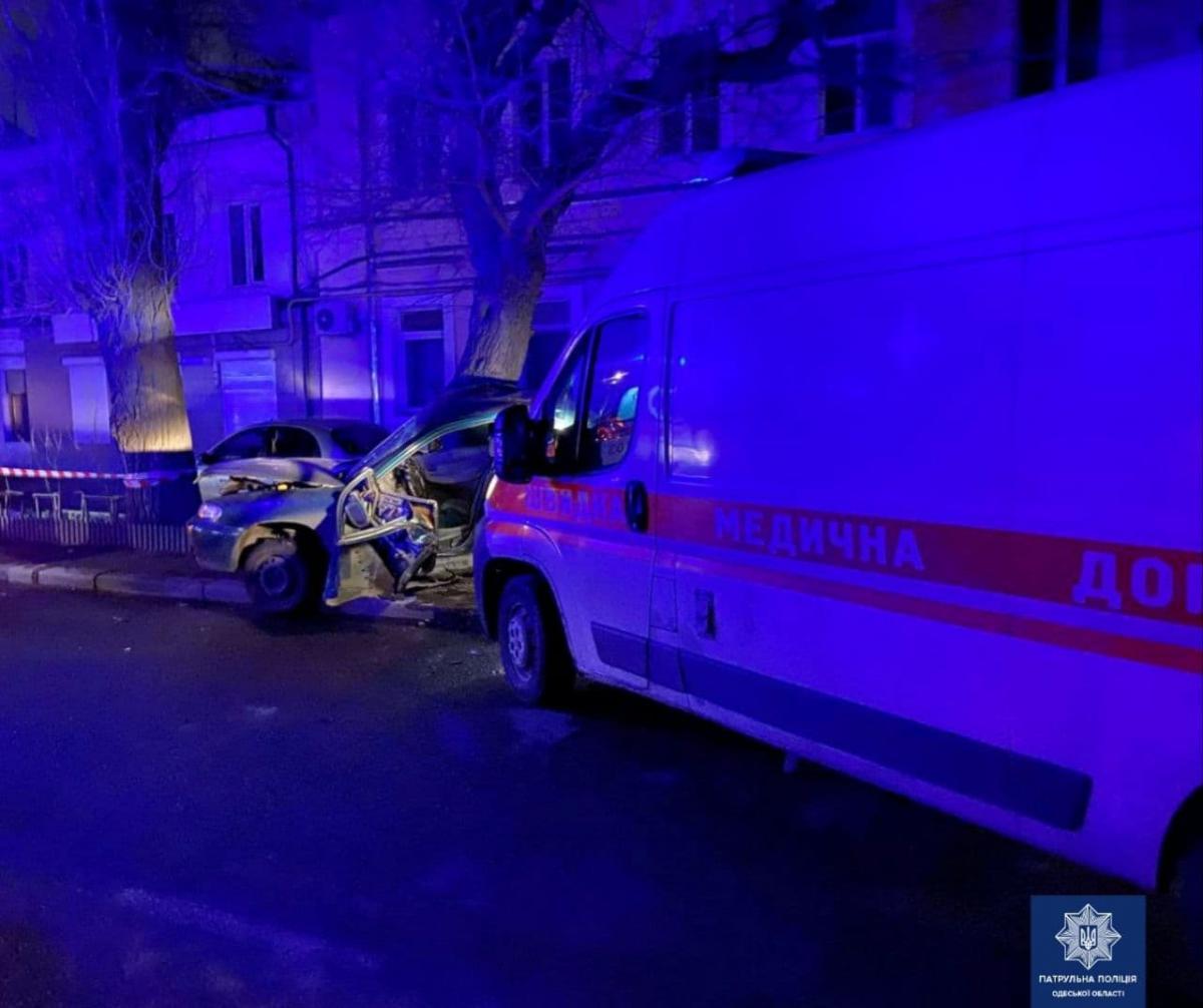 В Одессе произошло ДТП с участием автомобиля «скорой» медицинской помощи / фото Управления патрульной полиции в Одесской области