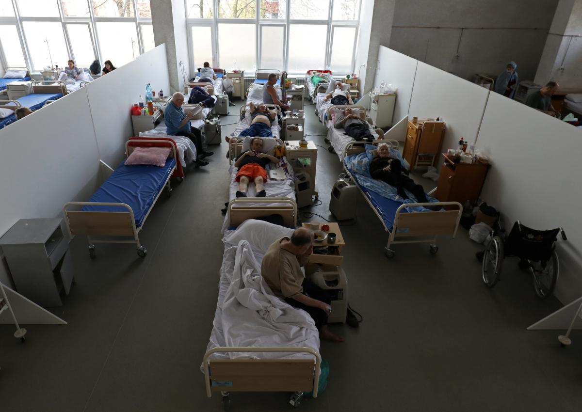 В марте в Украине госпитализировано наибольшее с начала пандемии количество пациентов с COVID-19 / фото REUTERS