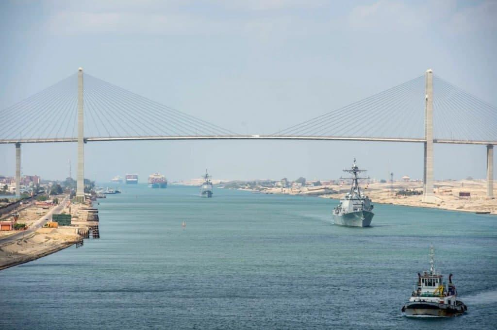 Движение по каналу полностью восстановлено / Фото US Navy