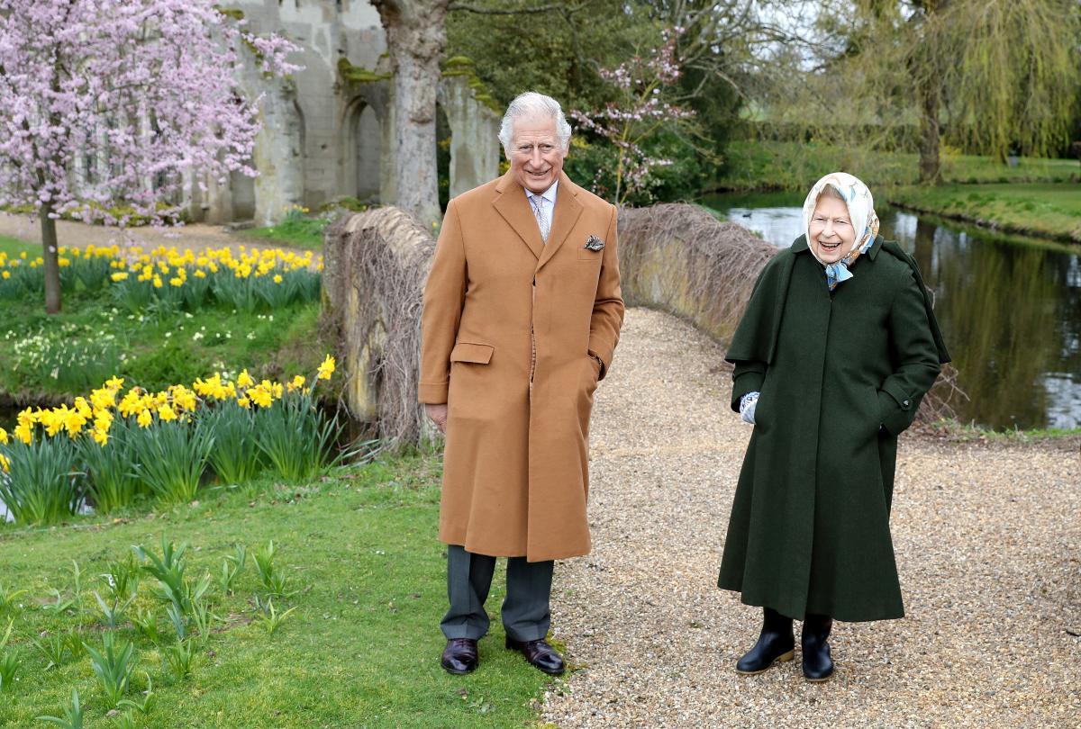 Королева Елизавета II и принц Чарльз / фото REUTERS