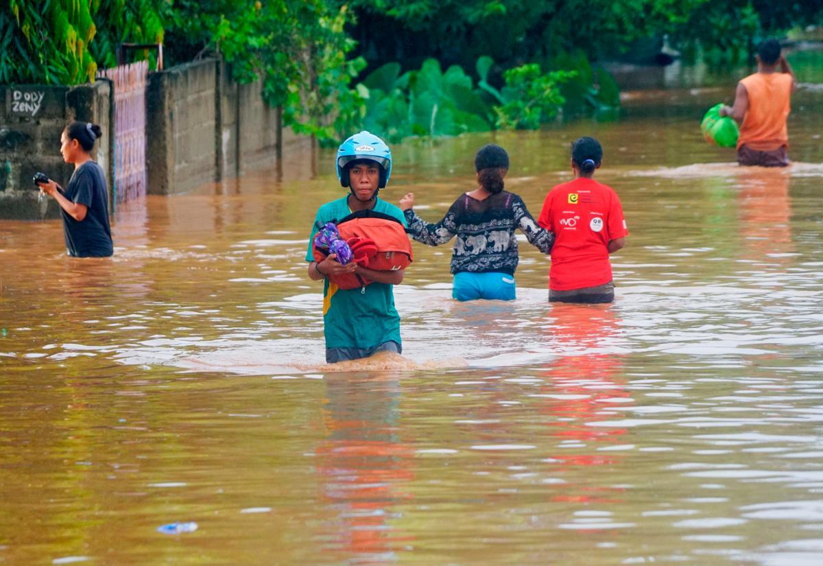 В результате непогоды погибли десятки человек / фото REUTERS