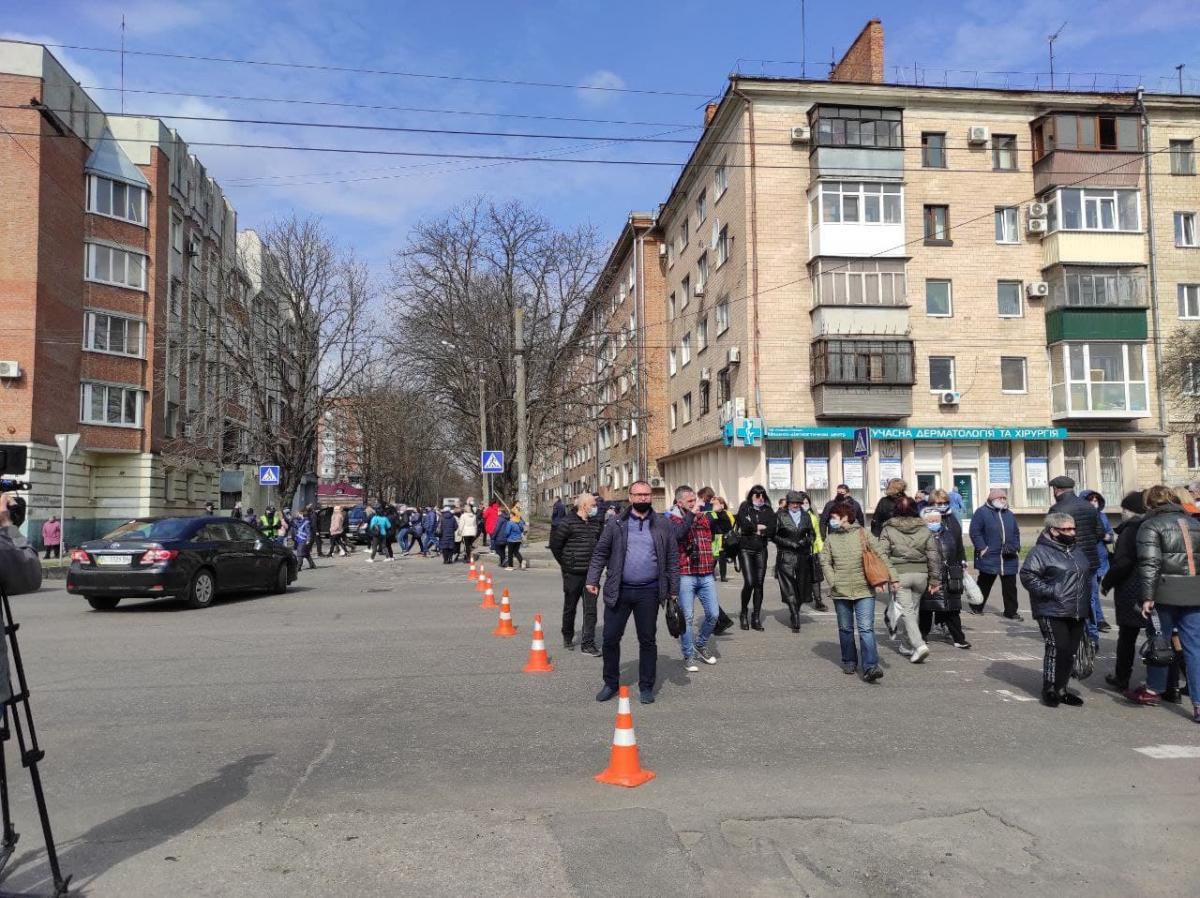 Полтавские предприниматели перекрыли движение по центральным улицам города / фото содержание