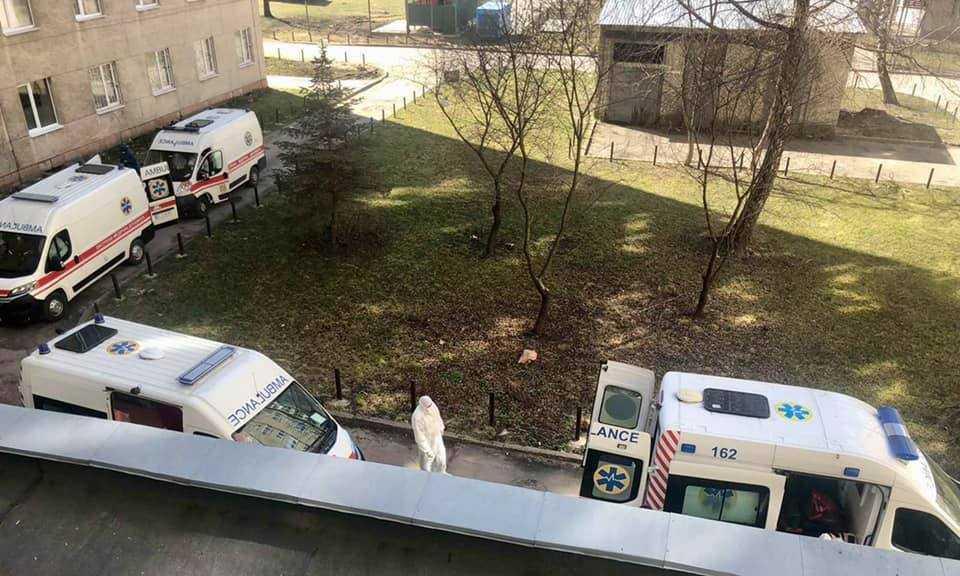 За словамиНаталіїМатолінець, у реанімації клінічноїлікарні швидкої медичної допомоги Львовазайнято приблизно 80% ковідних ліжок / фото Євген Бойко, Facebook