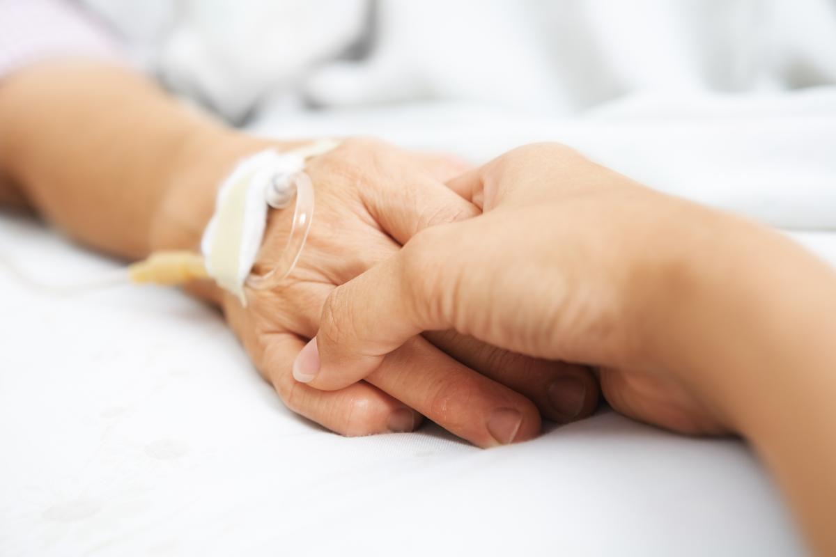 Как и в начале пандемии, умирают преимущественно пожилые люди / фото ua.depositphotos.com