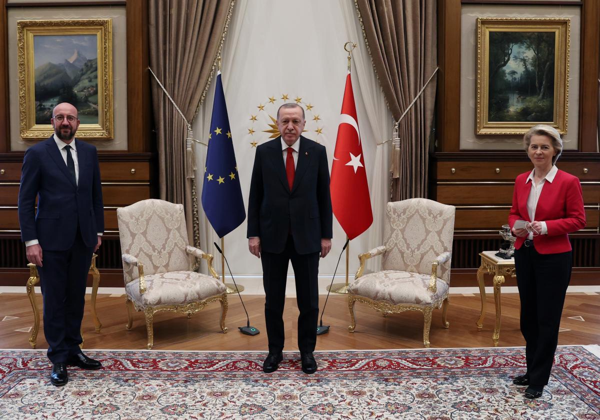 Шарль Мишель и Урсула фон дер Ляйен на встрече с Эрдоганом \ фото REUTERS