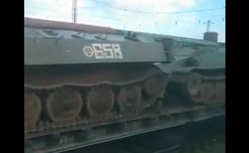 Russia continues pulling military hardware toward Ukraine's border / Screenshot