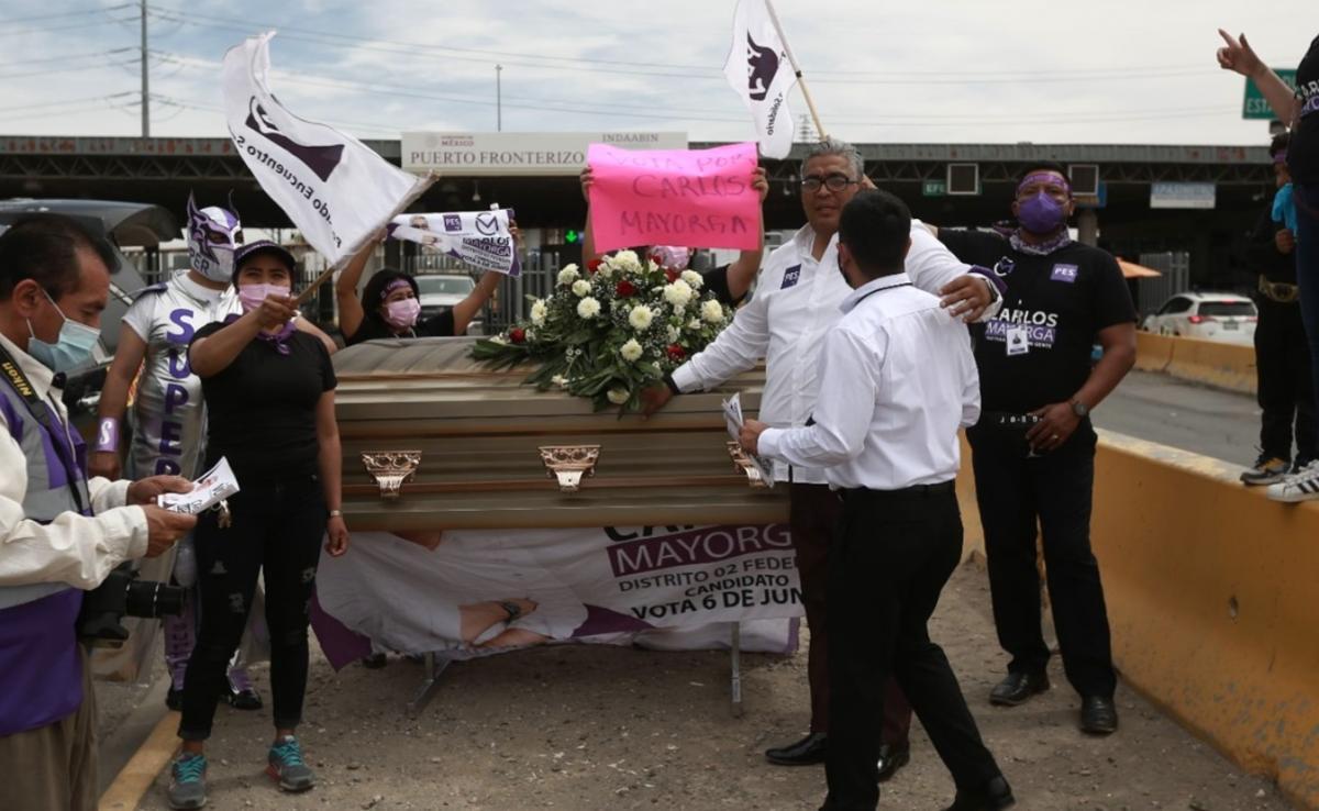 В конце мероприятия Карлос Майорга вылез из гроба/ фото Especiales